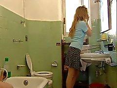 Sinemasal Tuvalet Sahneleri içerisinde 34.