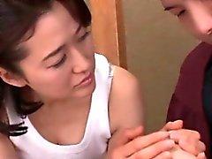 Большое Titted пожилые соблазняет подростка японский парень и трахает его
