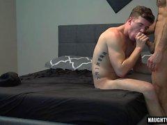 Big dick homoseksuaalinen suullinen seksi, jolla on sika