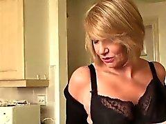 Gorgeous reife Dame Amy verführt mit ihrem super heißen Körper