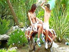 Brutal kaksinkertainen dildo ja Venäjän lesbs