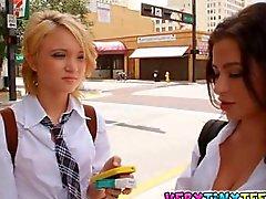 Ultra Hot Lesben Schul Jugend Dakota Skye und Lynn Adrinna ausmachen