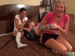 Kahden tytön hivellä melko Socks