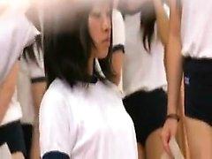Belle giapponesi schoolgirls ottenere loro bellissime tette