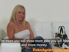 FakeAgent blondin med otro naturliga tuttar knullar för ett arbete