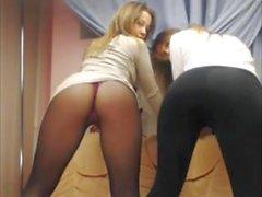 Monicca_Sun sekä Miss_Alisa_teasing näyttää kanssa boobies