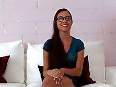 Netter jugendlich mit Gläser Interviewt sowie Durchgefickt