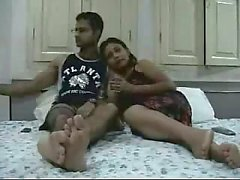 Indien nouveaux mariés jouir de leurs lune de miel cadre 2