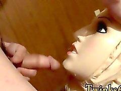 Homosexuell Film einer Puppe zum AUF DER GANZEN Pisse