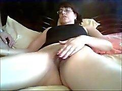 mi tia erlinda masturbandose mientras chatea