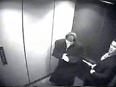 Mamada en elevador
