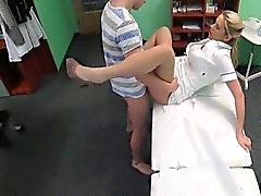 Stud attrapé tricher son gal avec infirmière