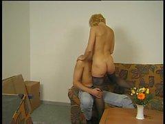 Amateur-haarige alte Dame Loves Boy - LostFucker
