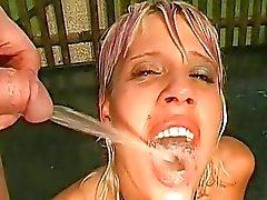 Deepthroating med cumshot