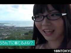 Tiras cariño la escuela japonesa y parpadea big tits