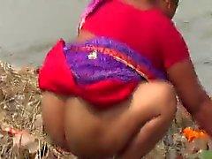 Bengalí la tía del desi lavar culo maduros en Públicas