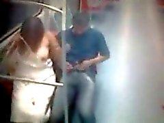 Les amateurs Pris baise trouvant dans un train publiques