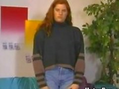 Chubby Amateur Redheadfrau weist eine hairy pussy
