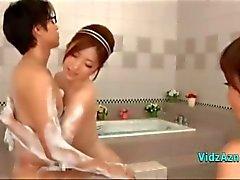 2 meninas asiáticas beijando Masturbação Each Other One Of Them masturbando caralho Guy In The Bathroo