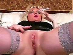 Sıcak Blonde MILF Sigara Derleme