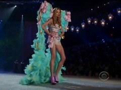 Diamonds - Rihanna (live Victoria Secret)
