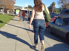 Amazing white girl booty in jeans