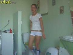 lyx lyx brunett i badrummet
