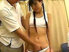 Liten och nätt japanska Tonåring utnyttjade och begagnade