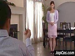 Söpö aasialainen nainen mukava tissit tekeestriptease kaveri katsomassa