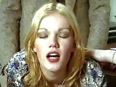 Brigitte Lahaie sarışın Humatların (1978) sc2