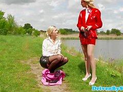Glam femdom tjejer pussylicked av manliga slampa