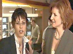 Sarah Shahi Lesbier zu küssen Katharina Moennig leidenschaftlicher