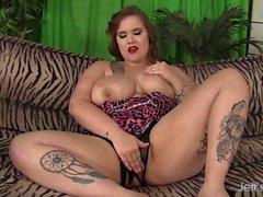 Big Titty Plumper Busty Emma fickt sich bis cums