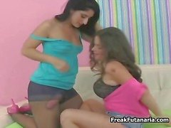 Twee hete Latina meisjes met een gigantische lul part6
