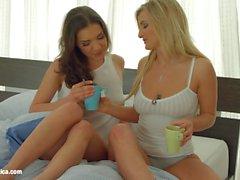 Heta Morning av Sapphic Erotik Henessy samt Jemma Alla hjärtans flator