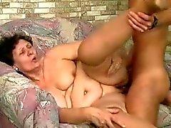 Mujeres Grandes y Hermosas abuelita grasa follada por un poste joven de la parte de 2