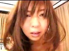 Rolliza chica japonesa disfruta de una palpitación profunda y obtiene un enorme