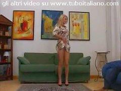 splendida Federica Tommasi kissing and solo