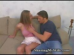 Sissy marido Acciones a de la esposa caliente coño
