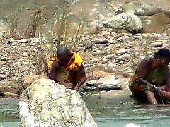 Mulher balnear ar livre no rio por Hidden Cam Grátis