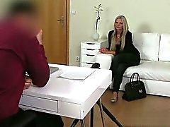 Ağzına bir kırlangıcın icinde seksi bir porno cum