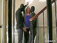 Sheryl çift bir binanın girişinde becerdin