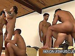 Muskel Bolzen Soldaten mit Gruppensex
