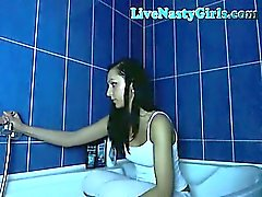 Hot Teen Webcam Girl Takes A Shower