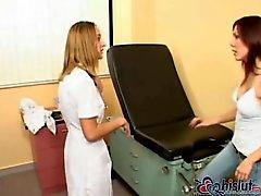 Karina Pelaa seksiä lääkärin