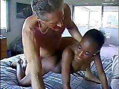 Recht afrikanische Milf Schoko mit Weißen gebumst