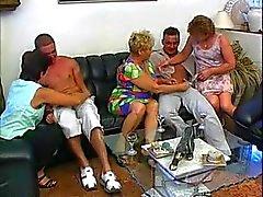 3 mormödrarna & förfaller knullad av 2 män