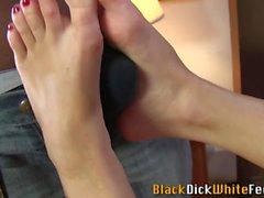 Weird babes feet cumshot