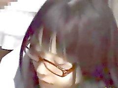 Teen dell'Asia sveglia che fa le sue cose