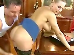 Professora russa loira de óculos
